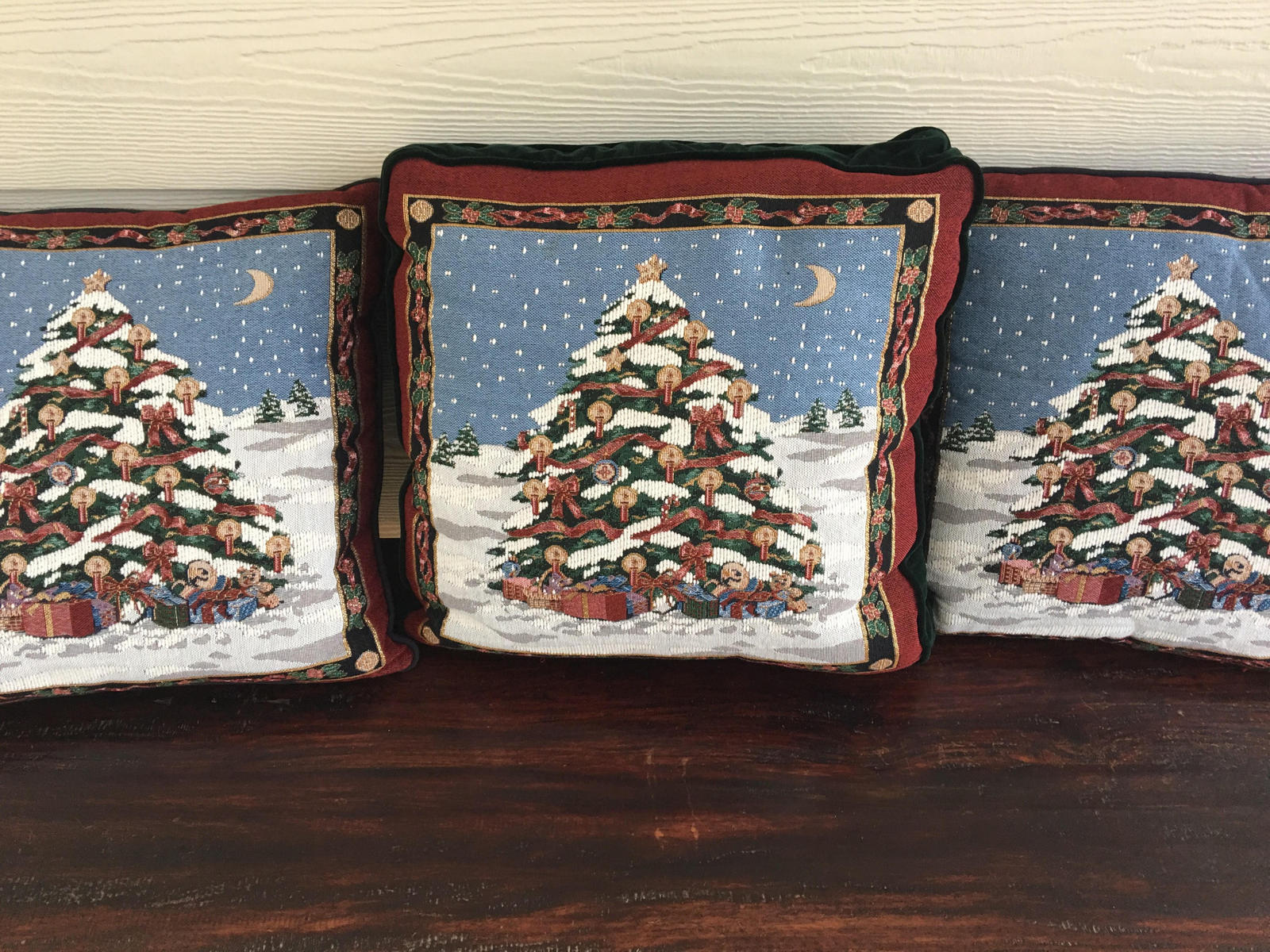 Primary image for Throw decorative Christmas pillows  LOT of 3 excellent like new