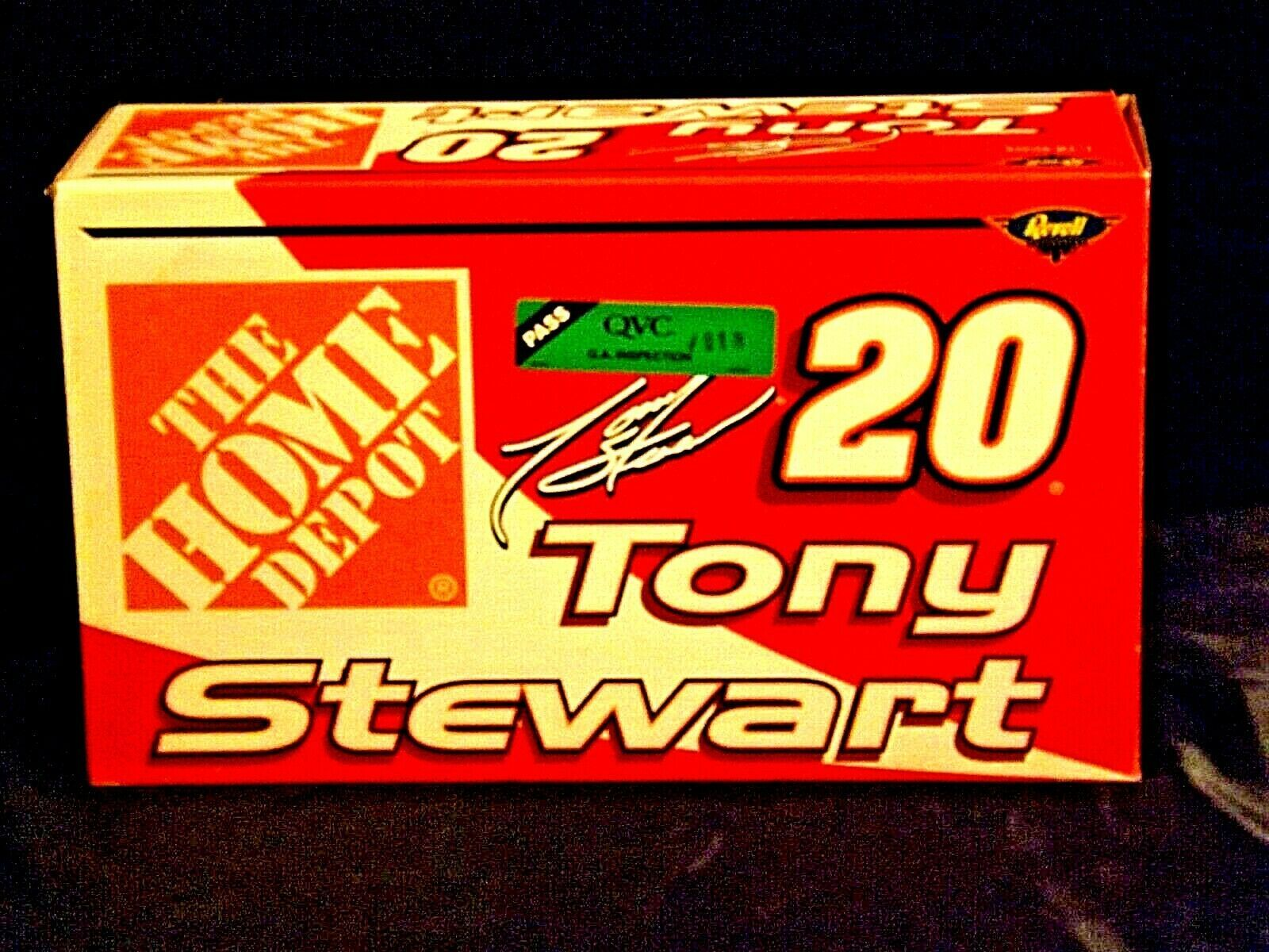 Revell #20 Tony Stewart Collector's ClubAA19-NC8073 Adult Collectible in box