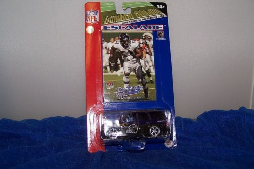 NFL Baltimore Ravens SUV And Trading Card Ray Lewis