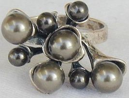 Brown grapes ring - $21.00
