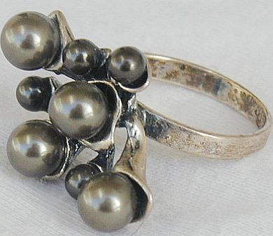 Brown grapes ring