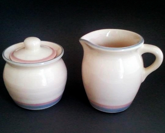 Pfaltzgraff Aura-Pink Sugar and Creamer Set