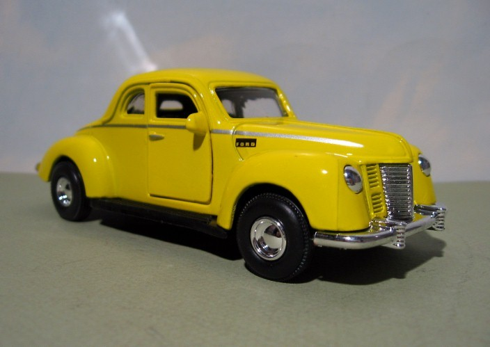 ~ 1940 Ford Coupe - Hard Body  TOOTSIE TOY 1:32 diecast