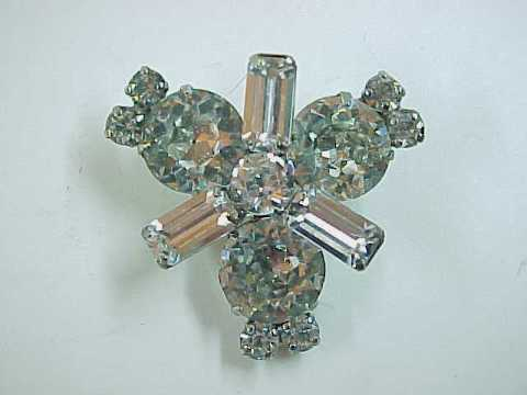 Vintage Rhinestone Pin Brooch in Lovely Silvertone Setting