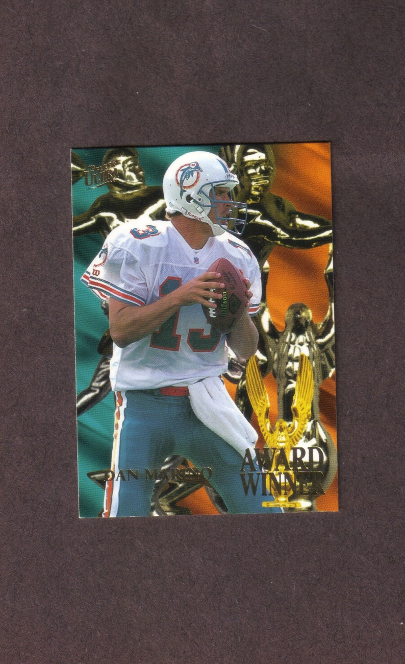 1995 Ultra Award Winners # 3 Dan Marino Miami Dolphins