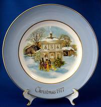 Christmas Plate Christmas 1977 Wedgwood Carollers In The Snow Blue Border Avon  - $14.00