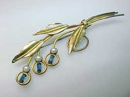 12K GOLD FILLED Vtg LEAF BROOCH Pin with Sapphire Rhinestones and Faux P... - $55.00