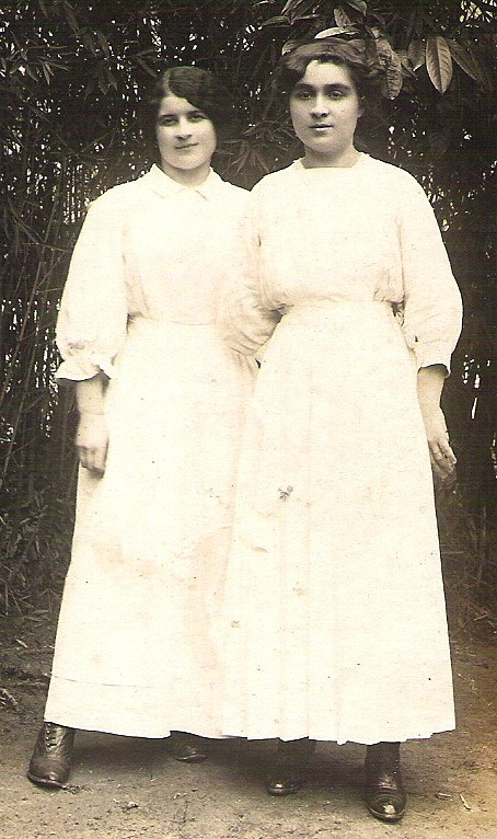 ANTIQUE RPPC SISTERS POSING IN WHITE PHOTO POST CARD