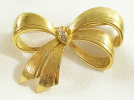 AVON Rhinestone Brushed Gold Plate BOW Brooch Pin Big Beautiful Vintage - $14.84