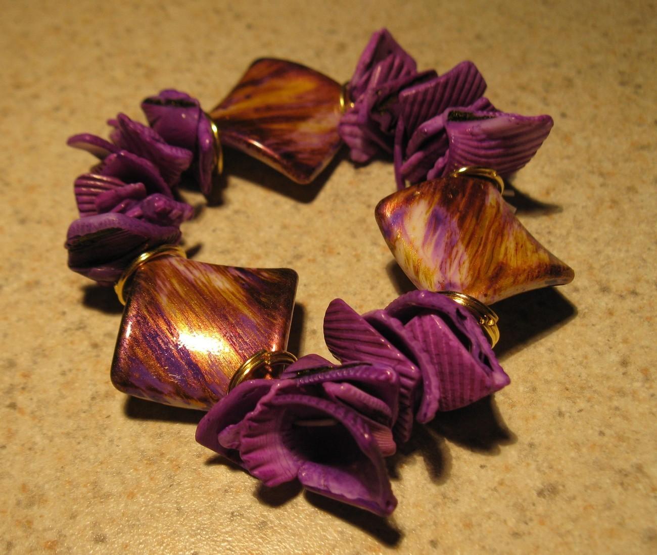 E 566 purple shell bracelet