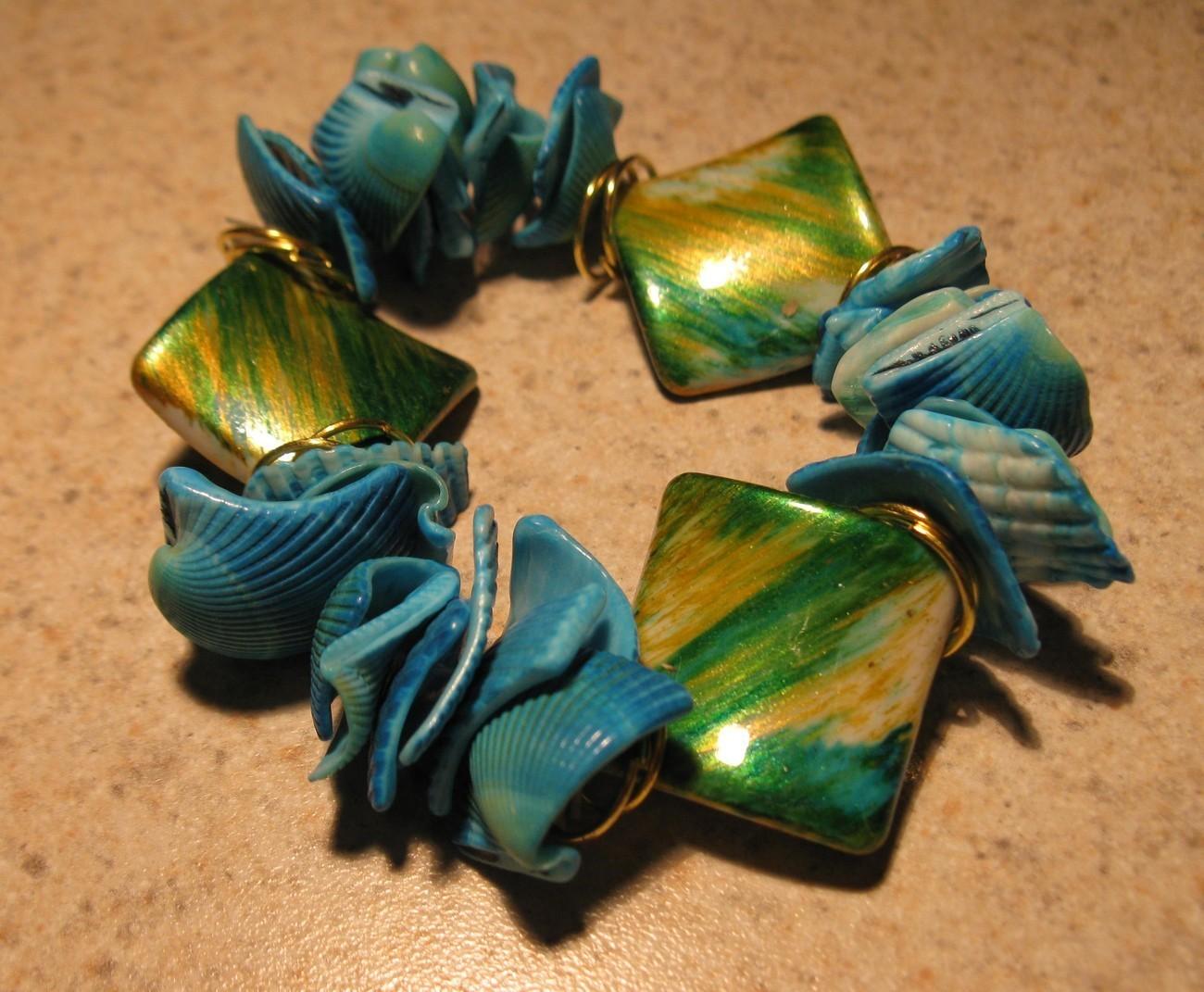 E 470 aqua shell bracelet