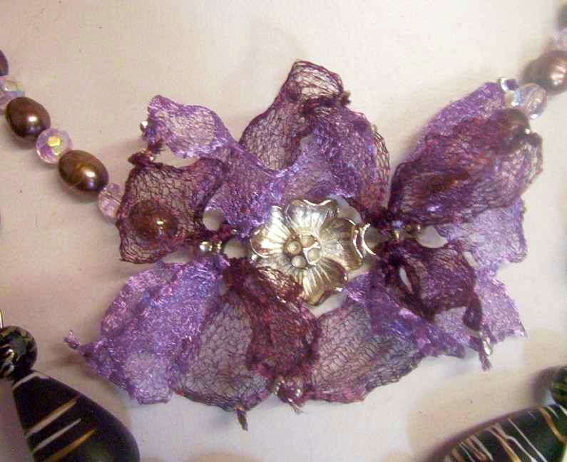 Truily fabulous crystal & pearl necklace with mesh lace feat