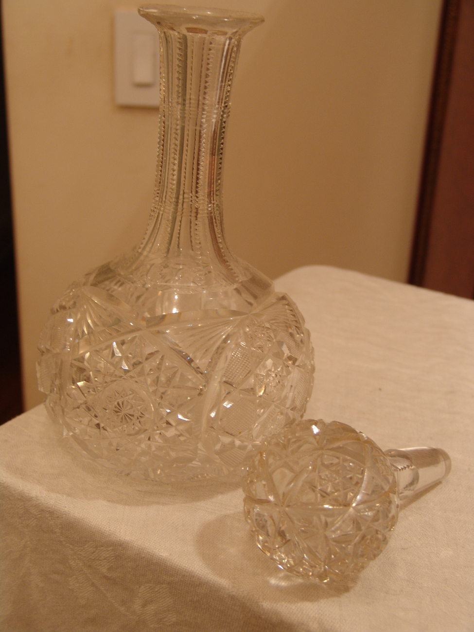 BRILLIANT CUT CRYSTAL DECANTER WITH STOPPER
