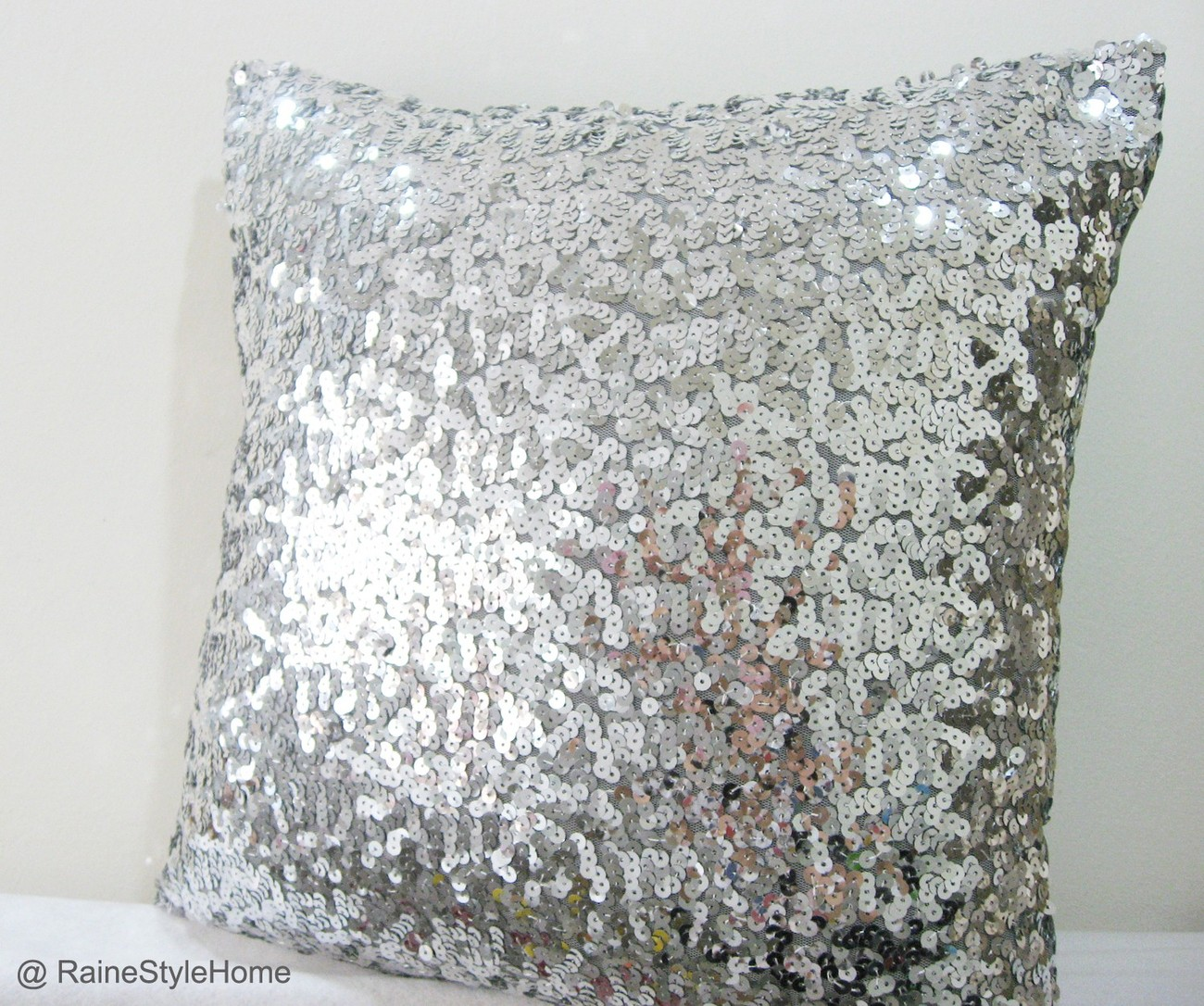 These new amazing Mermaid cushion covers are Made by coolmfilehj.cf front of cushion cover is adorned with two tone sequins in different color as you choose. Due to the movement of the sequins, unique patterns and even writing can be displayed on the surface.