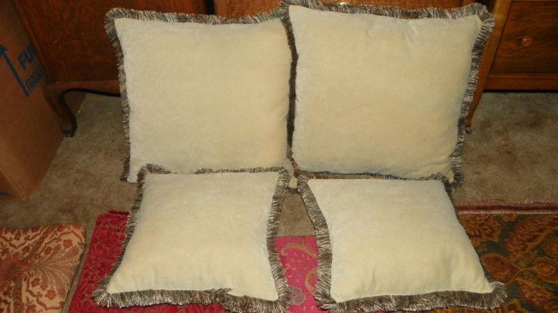 Set of 4 Garden Table Print Decorative Pillows