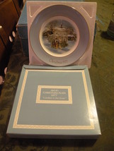 AVON 1977 VINTAGE & RETIRED COLLECTOR'S PLATE SERIES CAROLERS IN THE SNOW - $10.00