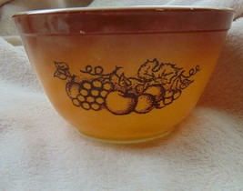 Vintage Pyrex by Corning Old Orchard Fruit Bowl 1.5 Pint Brown #402 EUC - $6.93