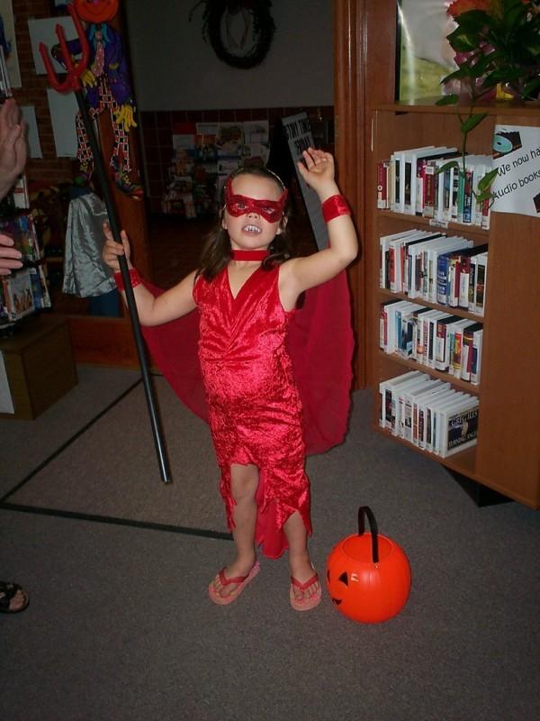 Girls Red Devil Costume Close Out Bargain SZ M Sequin Velvet NEW DeVil Costume
