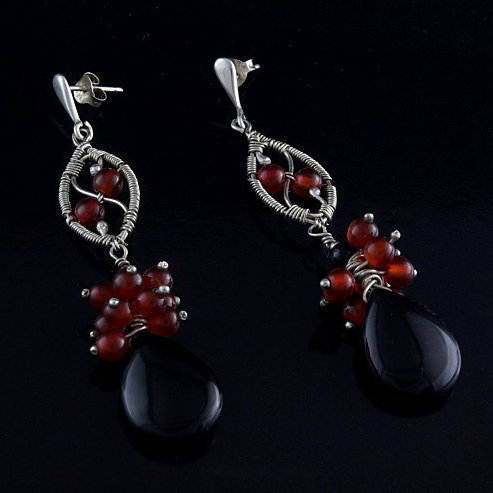 Silver earrings with black and cornelian agate