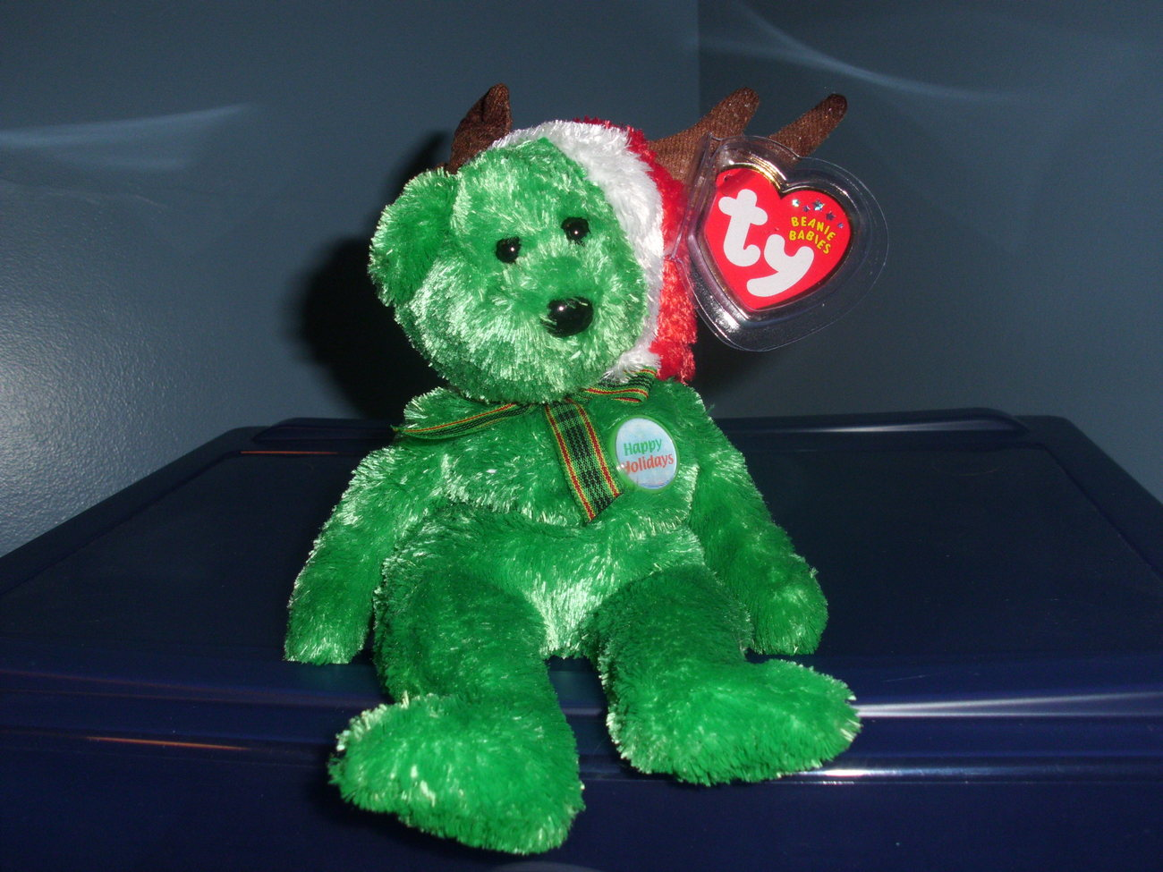 2002 Holiday Bear Ty Beanie Baby MWMT