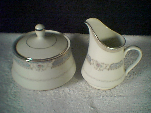 MIKASA  LEXINGTON CREAM & SUGAR~~take a look~vintage