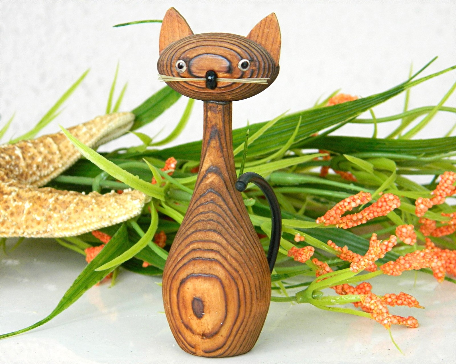 Primary image for Vintage Japanese Cryptomeria Wood Carved Kitty Cat Figurine