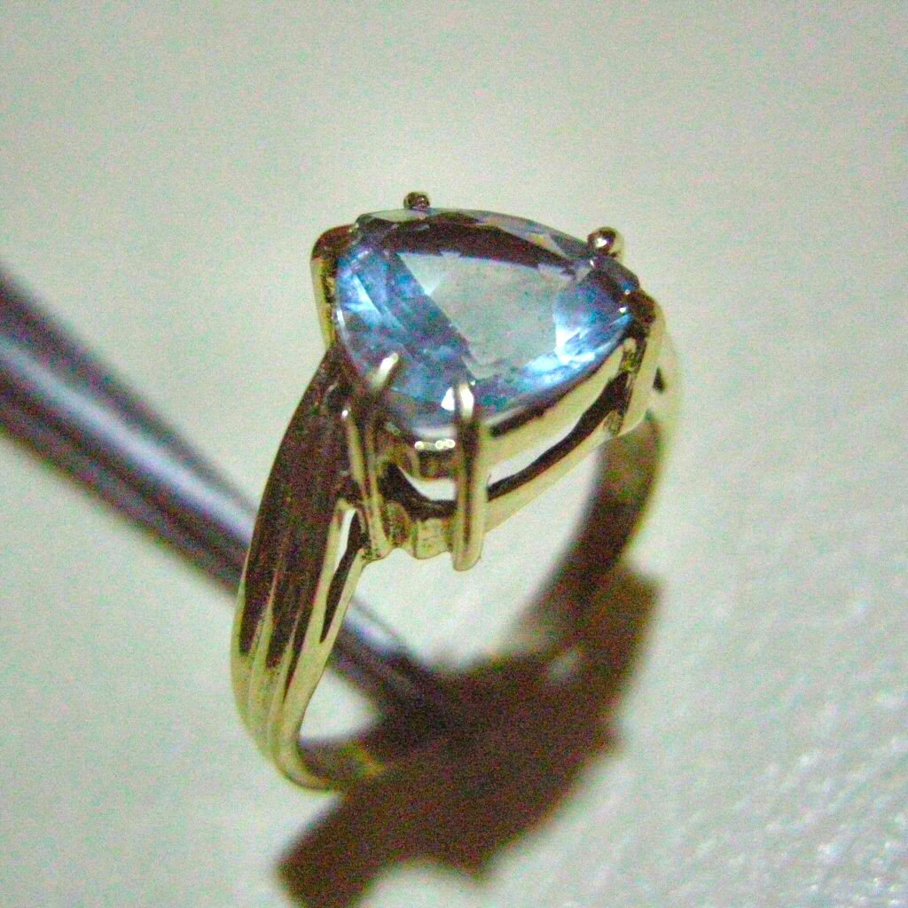2.9g Yellow Gold Ring Aquamarine Trillion