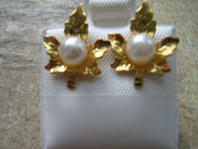 Gold Toned Maple Leaf Set with Faux Pearl Necklace, Pierced Earrings and Pin