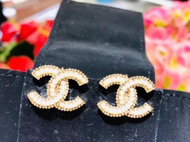 NEW AUTH CHANEL GOLD LARGE CC PEARL CLIP ON EARRINGS RARE image 7