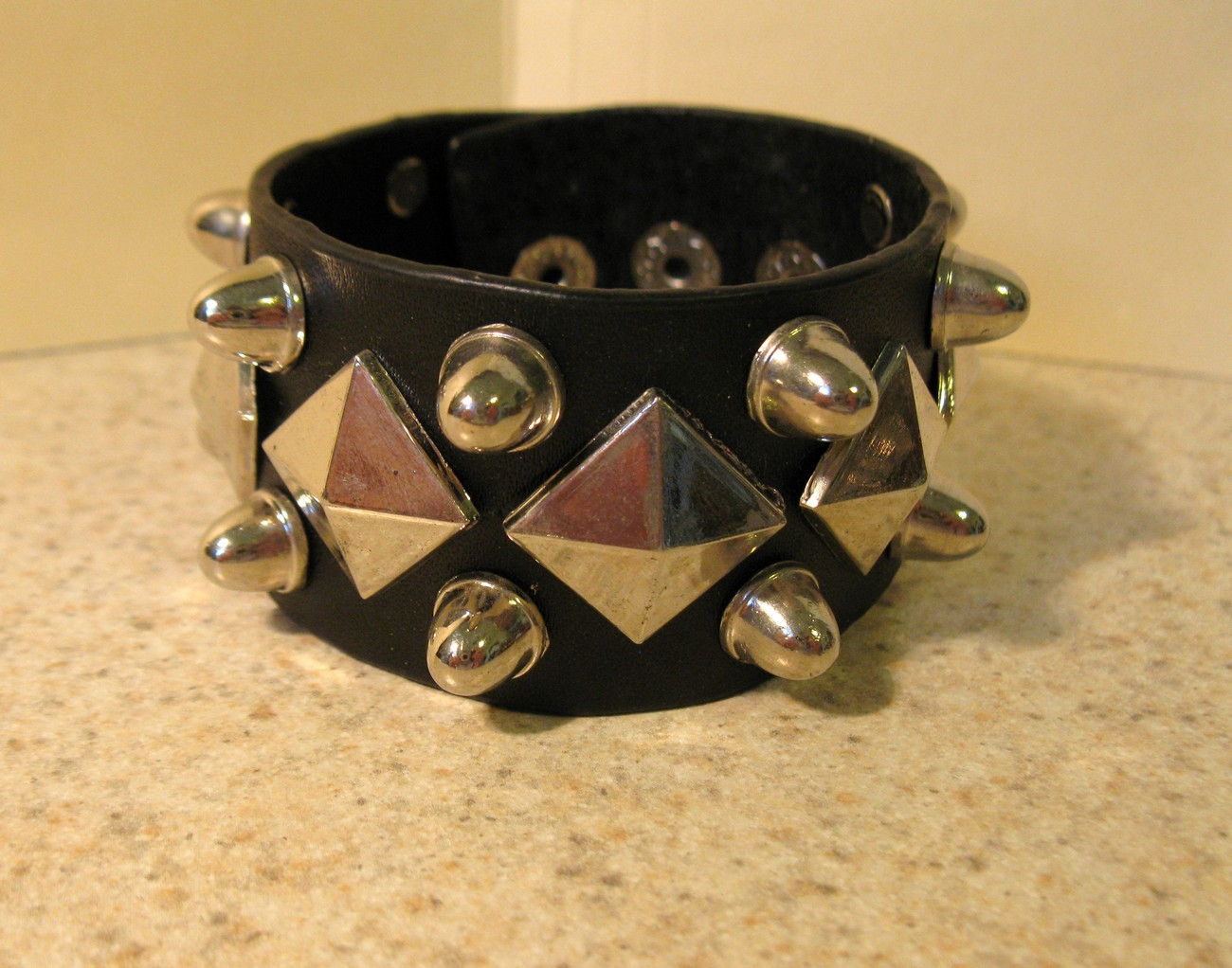 36 black diagonal bracelet