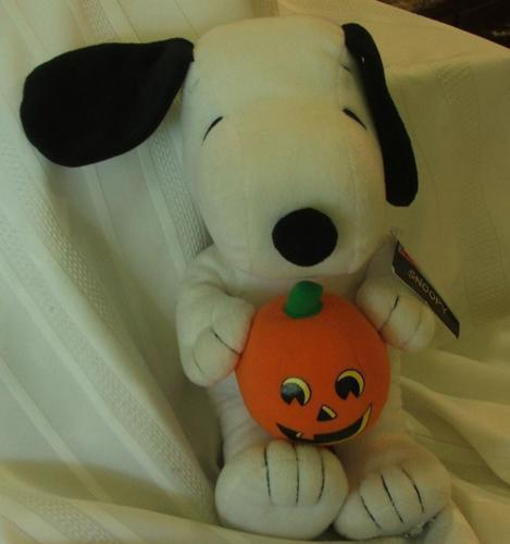 "Peaniuts Snoopy Plush Toy Holds Pumpkin 14"" by HHK"