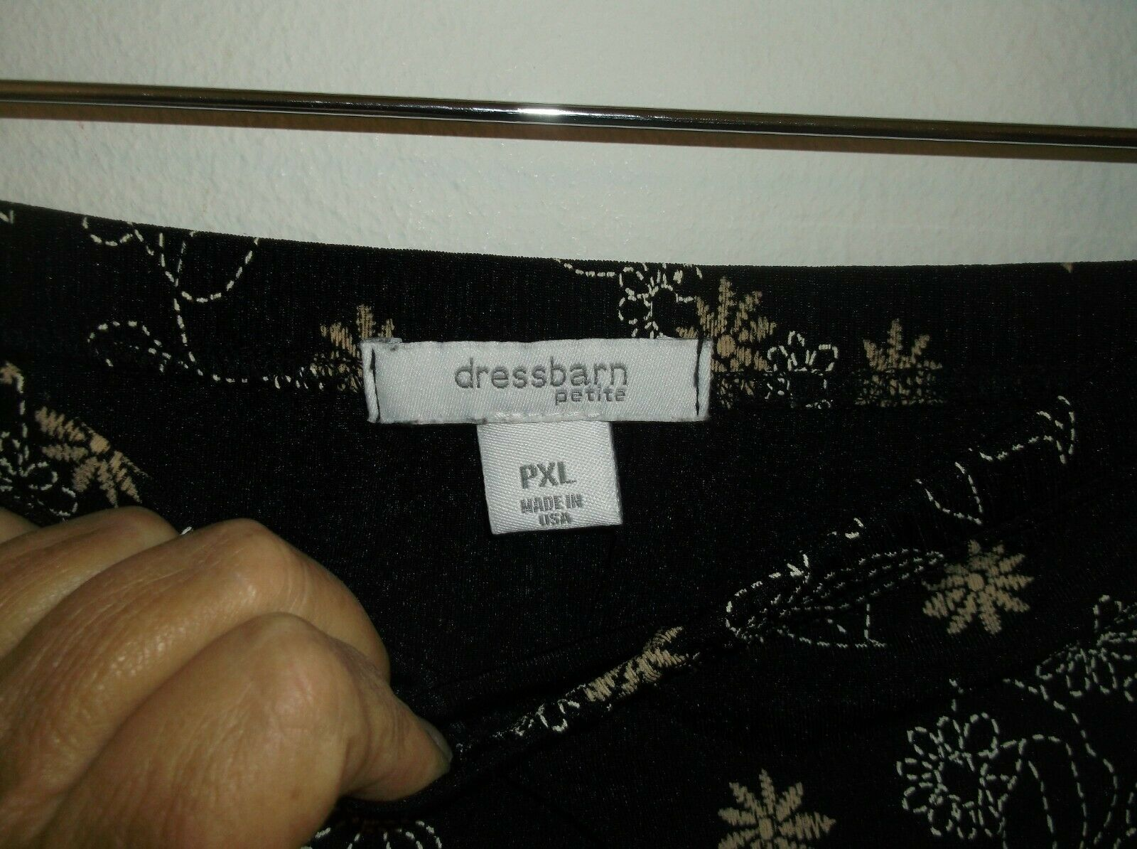 Dressbarn PXL Elastic Waist Skirt Black Background White & Tan Floral Pattern image 4