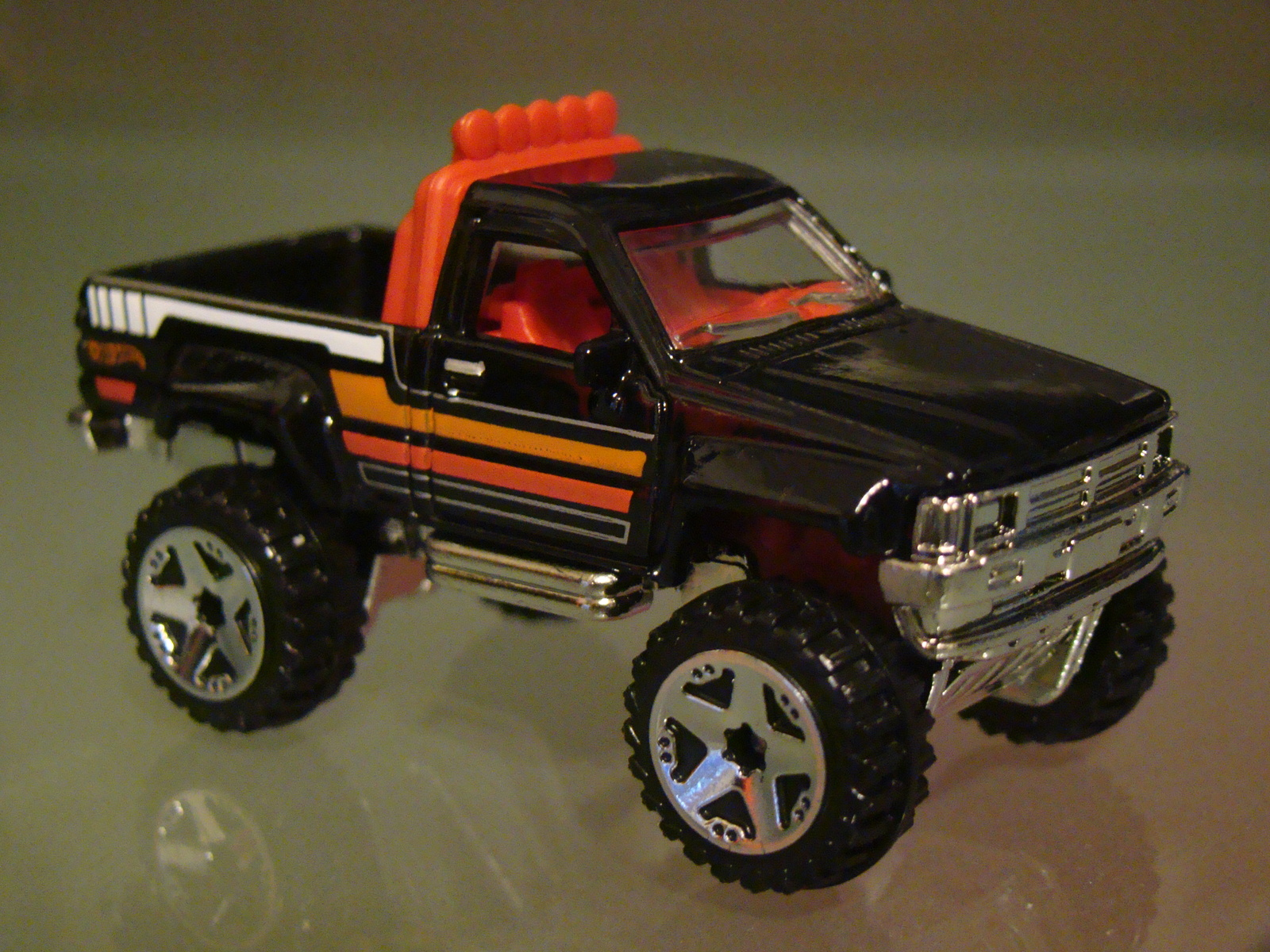 hot wheels 2013 hw showroom 1987 toyota pickup truck. Black Bedroom Furniture Sets. Home Design Ideas