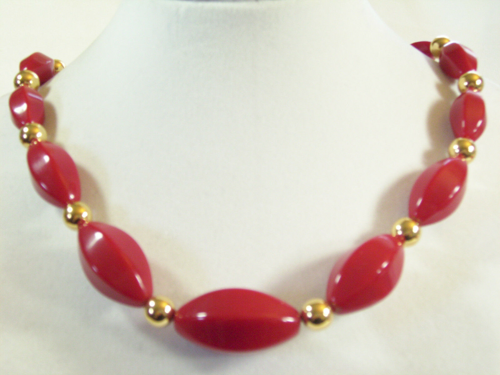 Napier Hot Red Beads Choker Necklace Gold Plated Oval Graduated Size Vintage  image 2