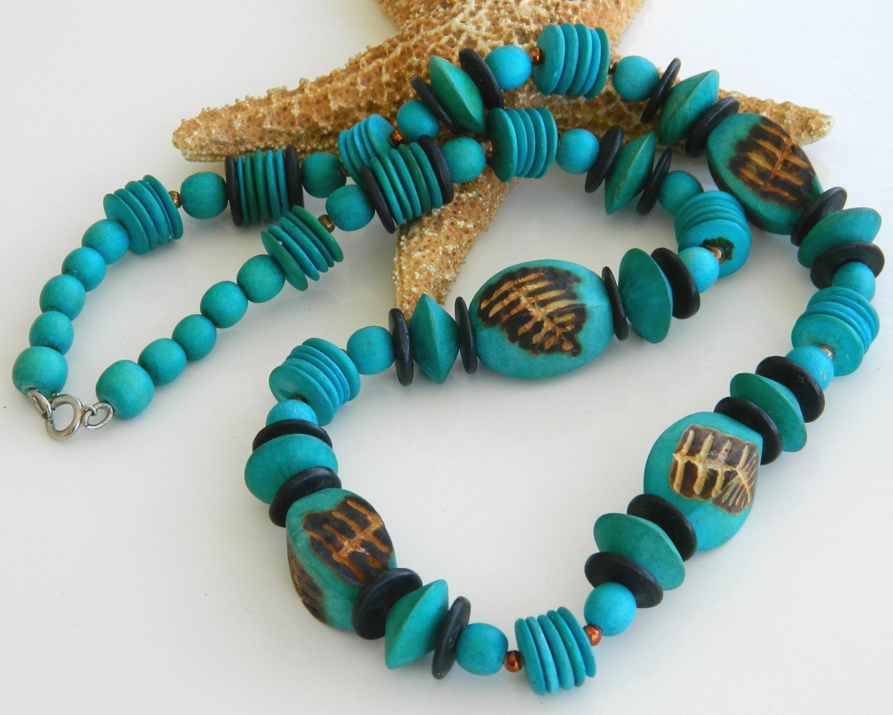 Vintage wood bead necklace turquoise wooden burnt