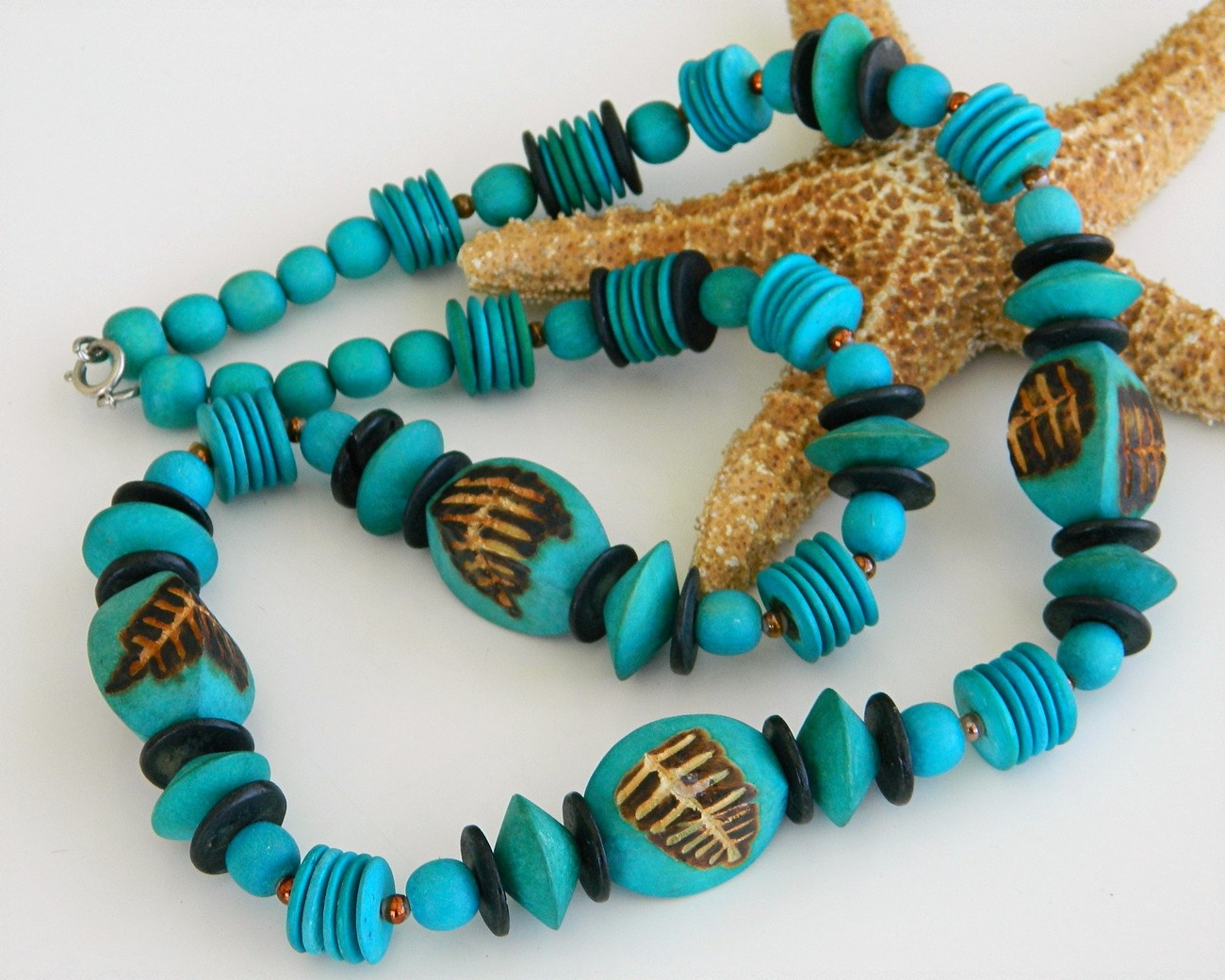 Turquoise bead necklace wooden carved long