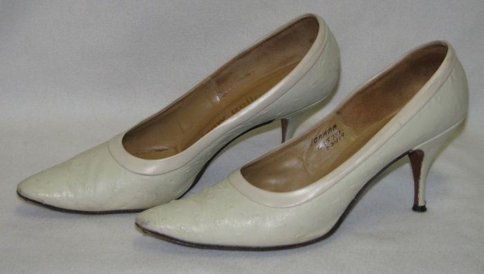 Primary image for Vintage Ostridge High Heels Pumps Size 10 AAAA Ivory/Bone