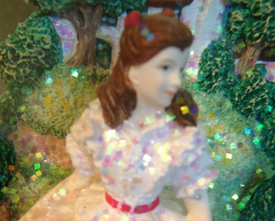 San Francisco Music Box Co - Scarlett & Tara Waterglobe Gone With the Wind