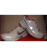 Nike girls size 5 Tennis Shoes - $12.25