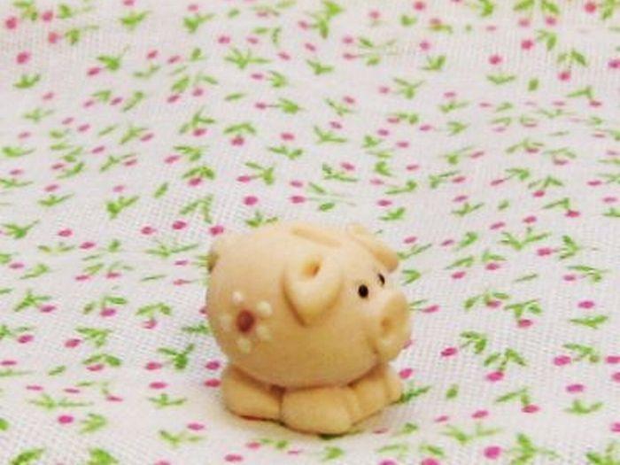 Piggy bank tiny gemjanes dollhouse miniatures 5first