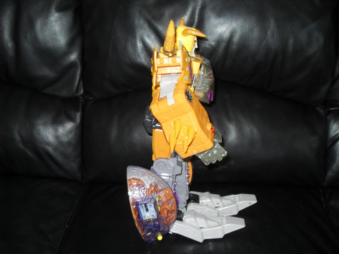 2003 Transformers Armada Unicorn Figure
