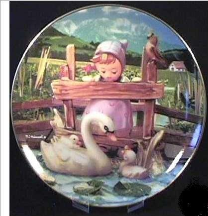 "Hummel M.J. HUMMEL ""FEATHERED FR."" GENTLE FRIENDS SERIES PLATE"