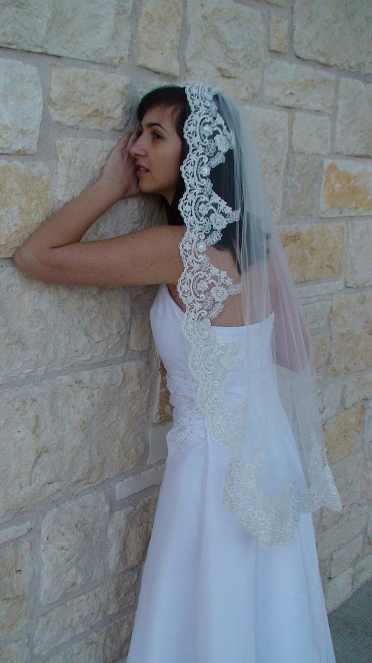 Mantilla Veil w/ Beaded Lace and Silver Thread Ivory or white