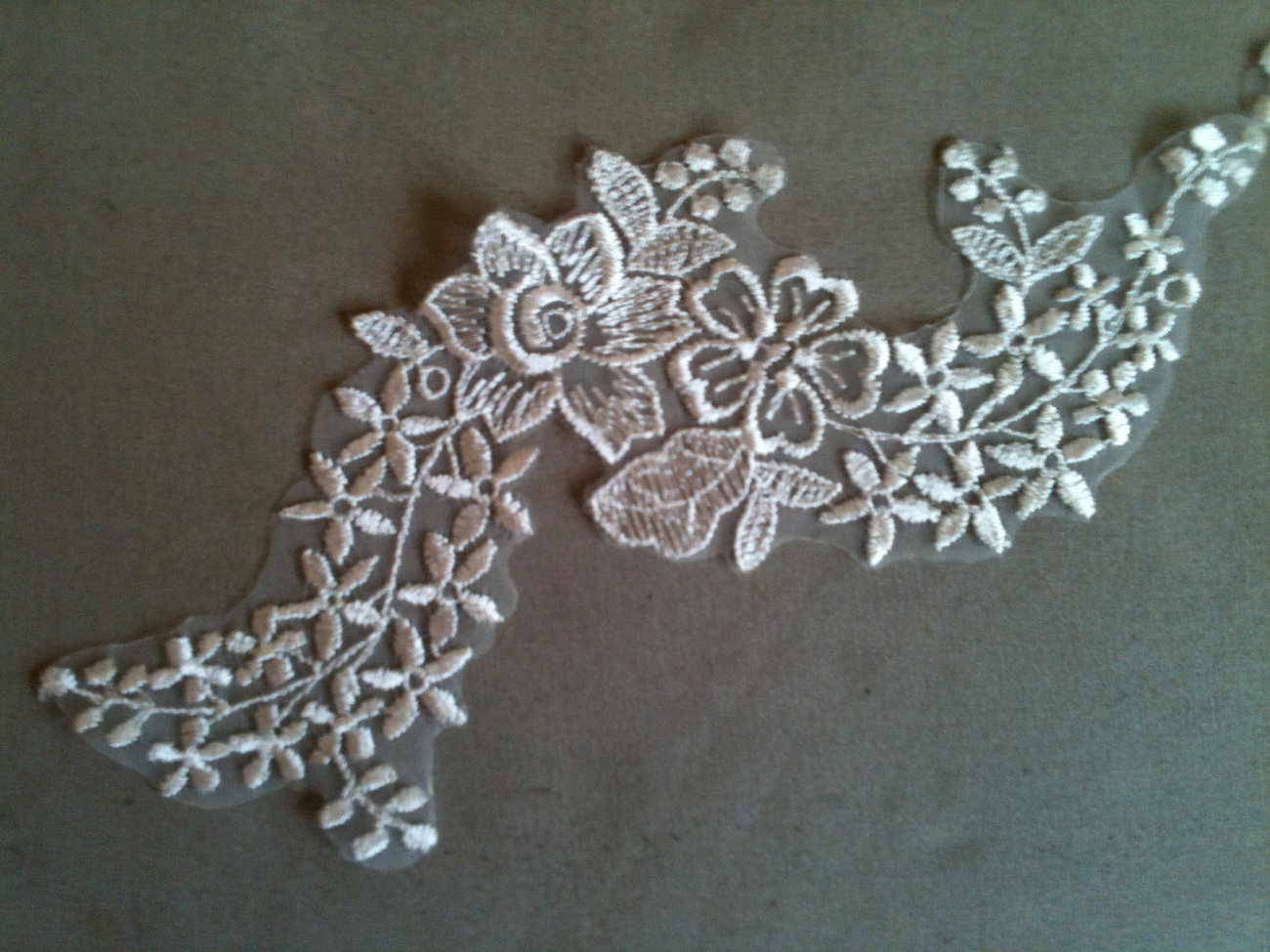 Flower appliques white or ivory