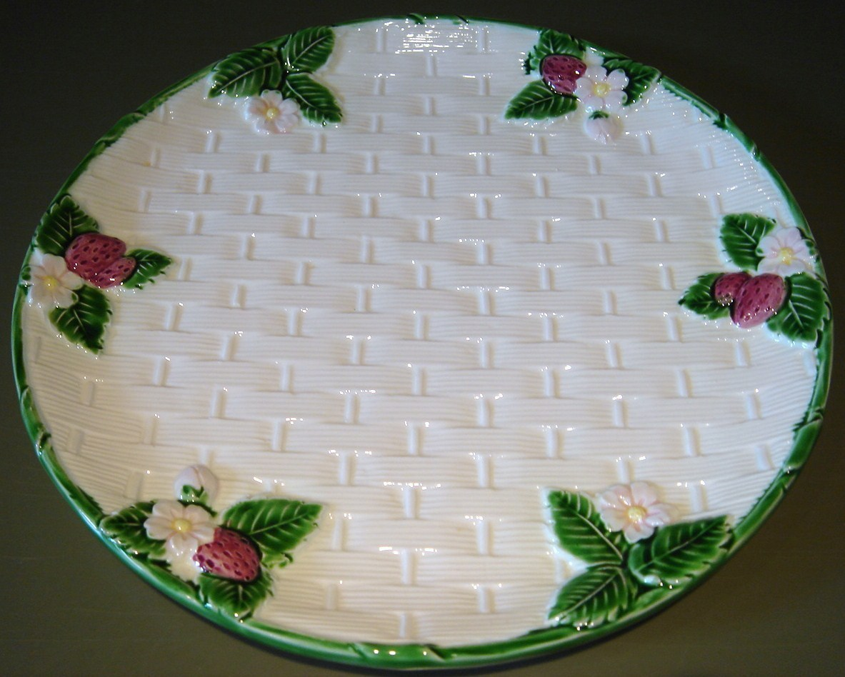 Plate  white basketweave strawberry