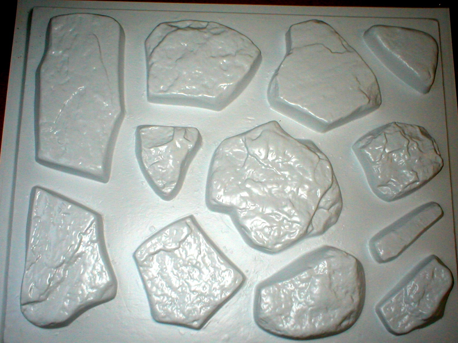 50 MOLD FIELDSTONE SET MAKES 50 UNIQUE CONCRETE STONE ROCKS PER POUR FOR PENNIES