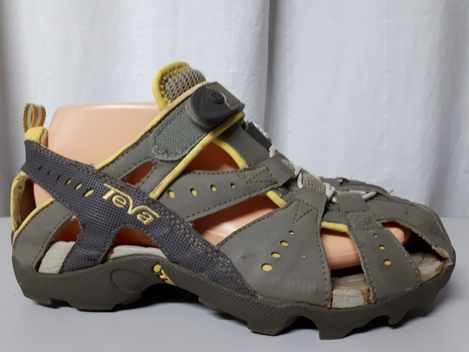 898e3ec3c TEVA gray sport sandal closed toe S N 6944