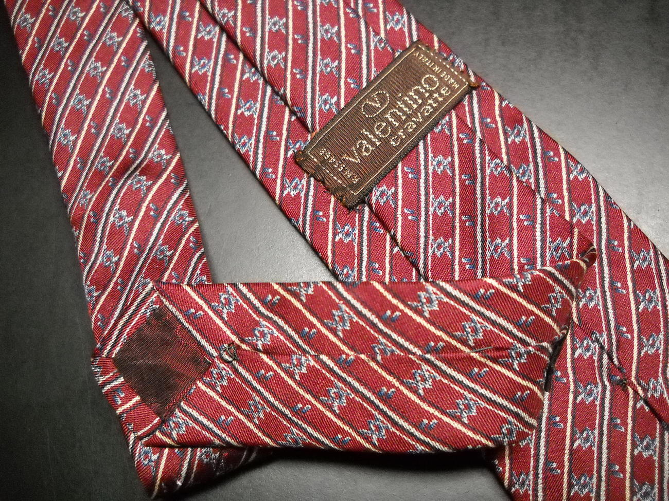 Valentino Cravates Neck Tie Silk Hand Made Italy Diagonal Stripes Brownish Reds