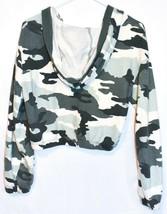 Wild Fable Women's Green & White Camo Print V-Neck Crop Hoodie Sweatshirt Size S image 2