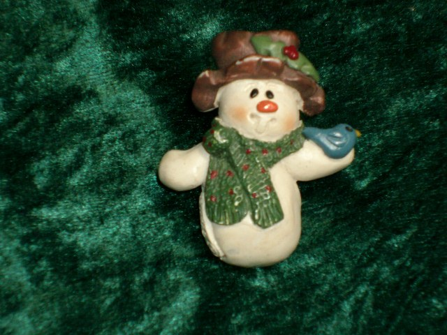 Country / Shabby-Chic SNOWMAN PIN - Great Christmas Item!